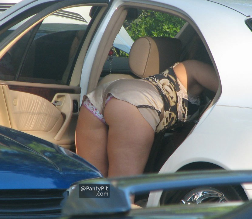 Candid pic of upshort panties