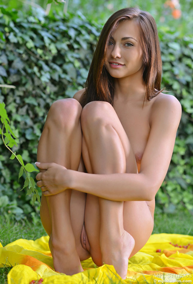 Beautiful girl completely naked