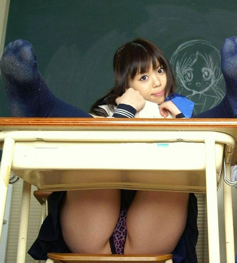 Japanese schoolgirl upskirt pic