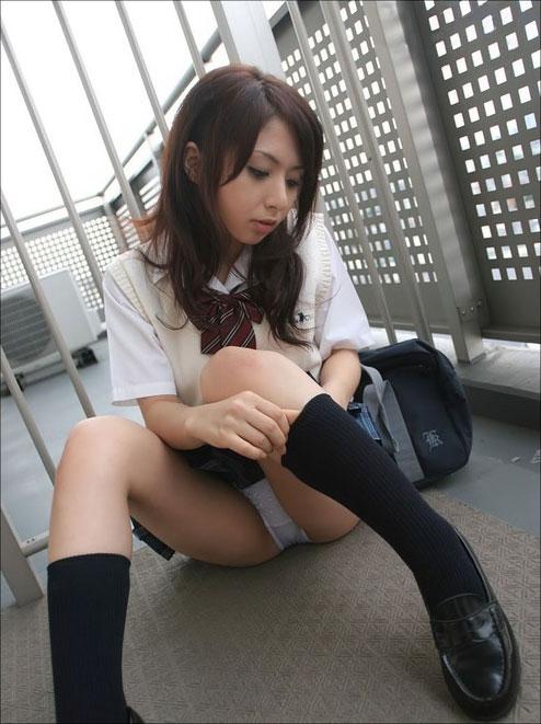 Japanese schoolgirls showing panties gallery