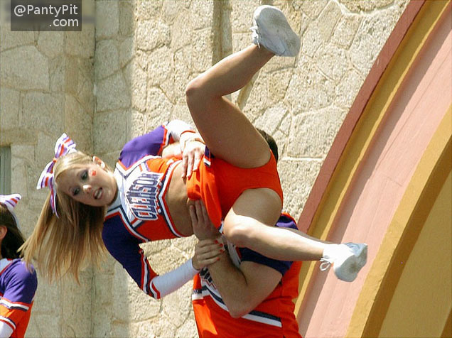 College cheerleader panty shot