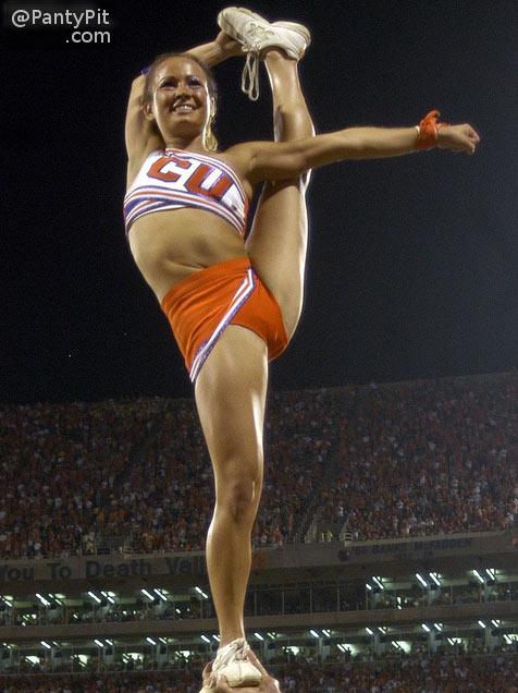 Cheerleader splits panty pic